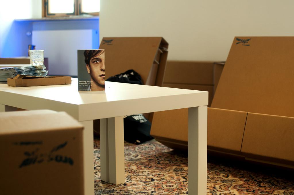 best of kurtl m bel aus karton. Black Bedroom Furniture Sets. Home Design Ideas